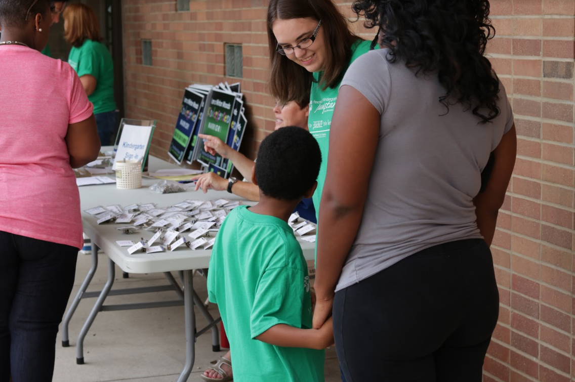 Winton Woods Primary North teacher Nicole Gierzak greets a kindergarten student and parent at the district's Jumpstart program. Photo by Drew Jackson.